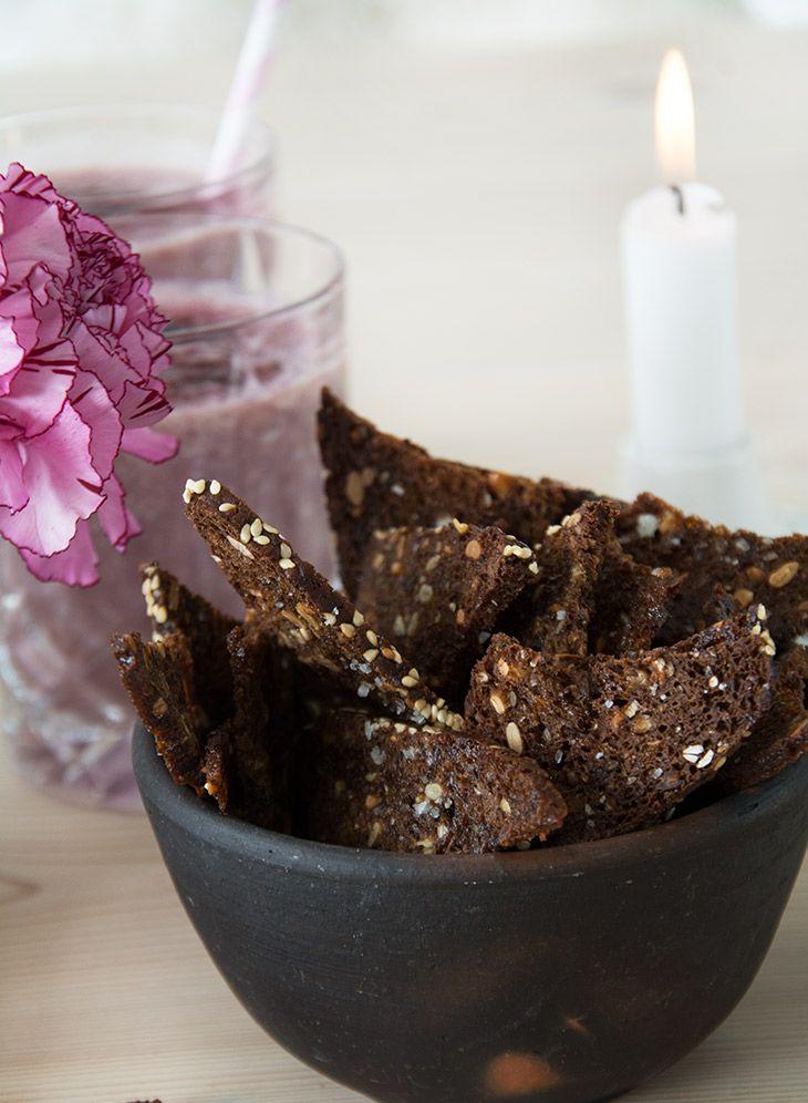 Rugbrødschips - opskrift på sprøde og nemme chips lavet af rugbrød