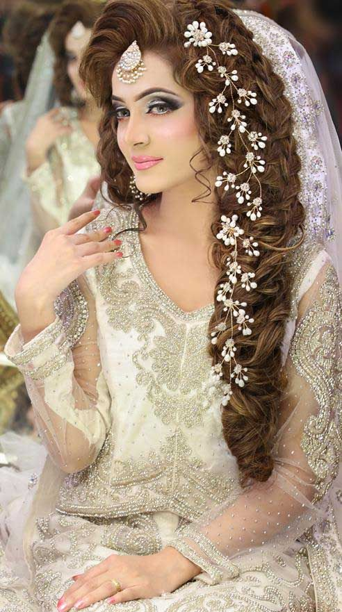 Mehndi Hairstyles I : Beauty parlour mari�e maquillage des frais de kashee