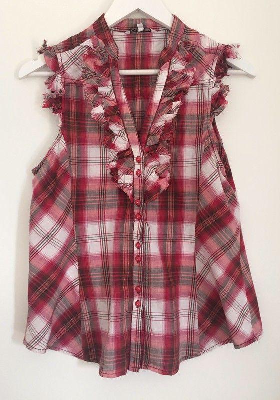 Chemisier à carreaux et froufrous New Look ! Taille 42 / 14 / XL  à seulement 10.00 €. Par ici : http://www.vinted.fr/mode-femmes/hauts-and-t-shirts-blouses/38531857-chemisier-a-carreaux-et-froufrous.
