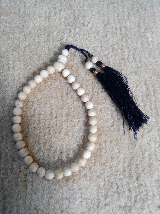 Tasbih Cendana 6mm isi 33 butir. Check www.indonesianhandycraft.com Or +6281310620913 Bbm 54A4EEA2