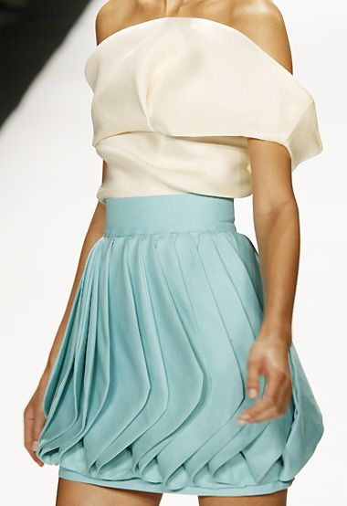 Fabric Manipulation for Fashion - beautiful skirt design with sculpted fabric folds & 3D shape repetition // Leanne Marshall