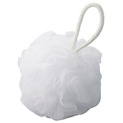 泡立てボール・大 (V)約50g | 無印良品ネットストア 本来は洗顔用なのだけど、浴室掃除用のスポンジ代わりにしている。カラフルなスポンジが嫌いなので使い古しを再利用したのがきっかけだったのだけど、普通のスポンジよりもこちらの方がよく落ちて便利。ループがあるので、使い終わったら浴室のタオル掛けにS字フックで引っ掛けてる。白いから目障りにならないし、カビにくい。