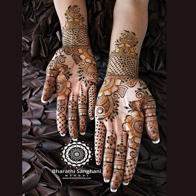 A bride's request for a simple bridal with gaps - for the lovely Gurminder Dosanjh  #bharathisanghani #bharathisanghanimehndi #henna #mehndi #hennapro #hennaartist #internationalhennaartist #photography #cannon_photos #asianwedding #symmetry #hennaglove #wedmegood #floralart #indianweddinginspiration #hennaart #realindianwedding #internationalhenna #allthingsbridal #hennafashion #traditional #bridalhenna #bridaljewellery #creativeart #hennabodyart #naturalhenna #hennacone #asianbridal…