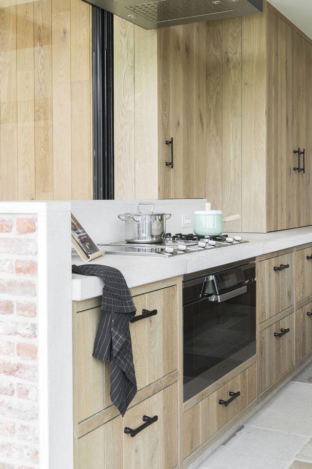 Nieuw Moderne licht eiken keuken met traditionele accenten (met QX-23