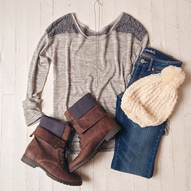 Love this outfit. Cute detail on shoulders this long sleeved t-shirt, short boots, jeans and beanie