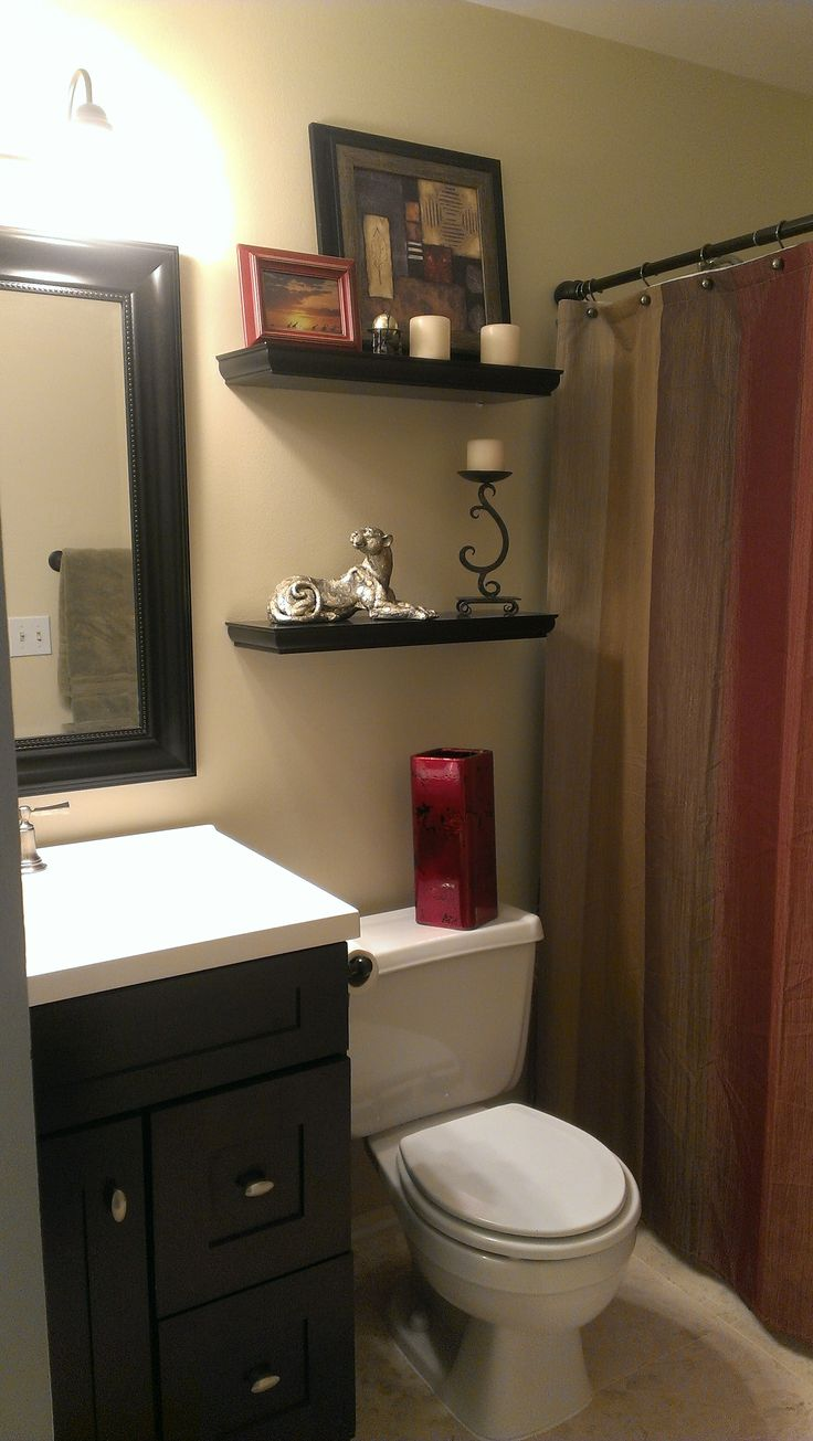 Small Space Living: Small Bathroom With Earth Tone Color Scheme.