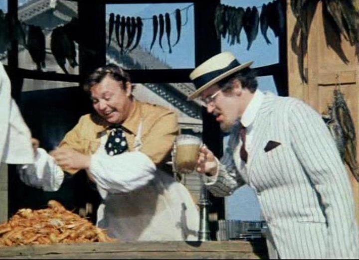 """""""Не может быть!"""" 1975г. Режиссер: Леонид Гайдай  Фильм включает три новеллы о провинциальной жизни страны Советов: «Преступление и наказание», «Забавное приключение» и «Свадебное происшествие».   События происходят в конце 20-х, начале 30-х годов, однако явления, которые высмеивает фильм - тупость, пьянство, стремление к наживе, легкомысленное отношение к жизни - увы, и сегодня существуют благополучно и повсеместно."""
