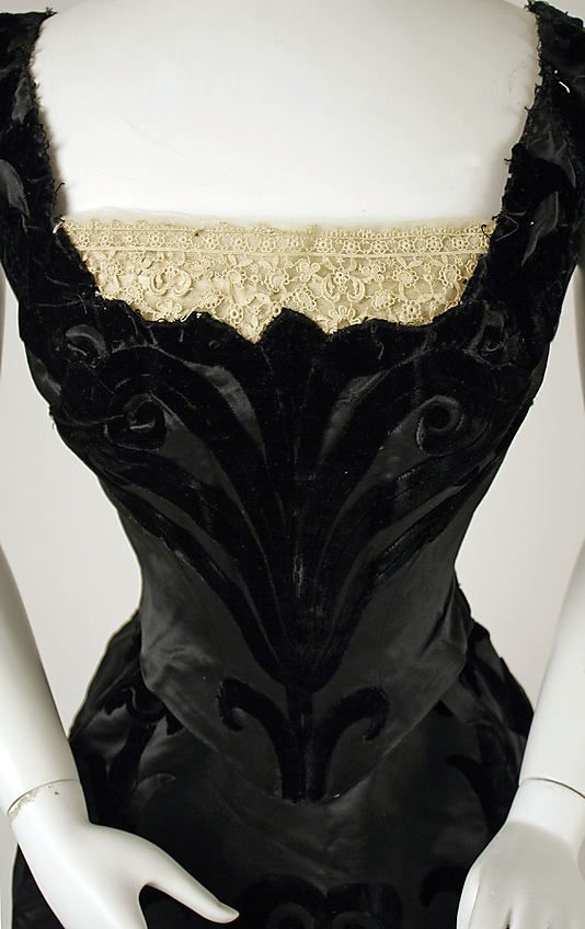 Evening dress by House of Worth, 1898-1900 Paris, the Met Museum. Detail front