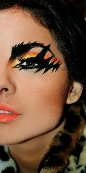 candy corn eye makeup                                                                                                                                                                                 Más