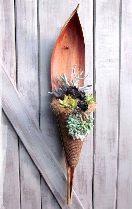 Andei por aí e fiz um apanhado de ideias para serem feitas com a casca do coqueiro. Material de fácil acesso, oferecido pela mãe natureza...