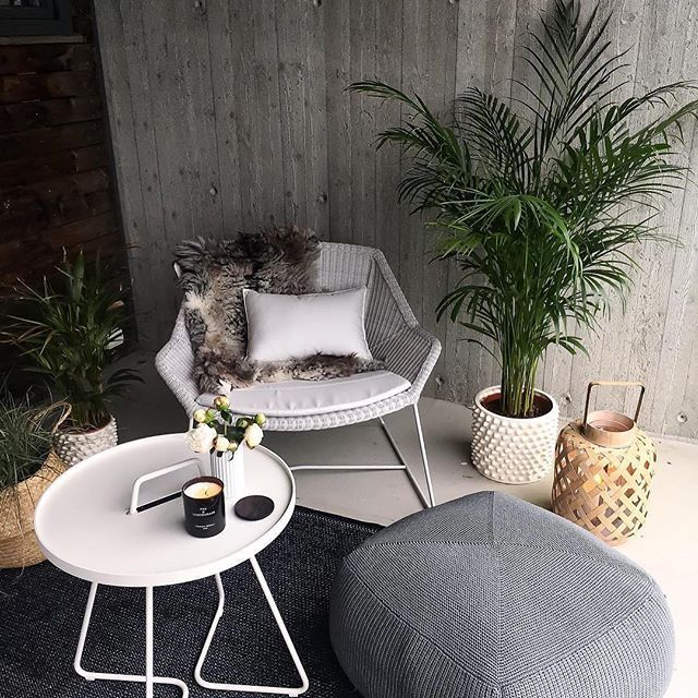 Cozy corner with Breeze lounge & On-the-move table & Divine footstool ・  Repost from @hanneromhavaas  #caneline #allweatherfurniture #exterior #outdoorliving #yourlifeyourchoice