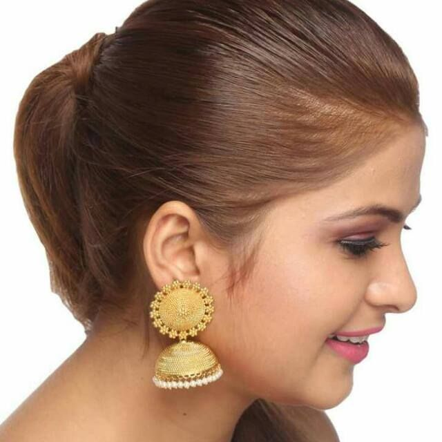 BFC- Traditional and Ethnic One Gram Gold Plated Designer Jhumka Earrings with Pearls. Ht: 6 cms, Wd: 3.3 cms, Wt: 22 gms OFFER Price INR 1349/- COD Original Price INR 1999/- Product Code: ER-1008-111-MD Free Shipping n COD in India, International Shipping Available. To Order: Pls. forward your complete postal address with landmark, mobile no. or sms/whatsapp me on +917715079167. Neelam.