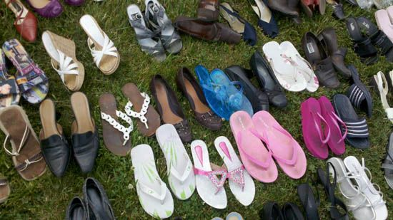Make the price right on Yard Sale clothes. This is a helpful guide on how to price anything you can wear -- from shoes to shirts!