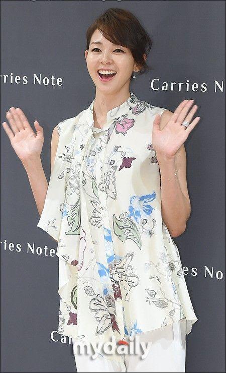 モデルSHIHOが8日午後、ソウル永登浦(ヨンドゥンポ)ロッテデパートで行われたファッションブランド「Carries Note」のファンサイン会に出席し、ポーズを取っている。 - 韓流・韓国芸能ニュースはKstyle