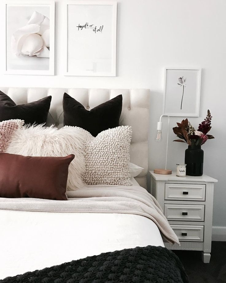 THE COLOUR COMBO IN THIS BEAUTIFUL BEDROOM, IS SIMPLY EXQUISITE & REALLY HAS AN ENORMOUS IMPACT, ON WHAT WOULD NORMALLY BE, QUITE A SIMPLE ROOM!! LOOKS GORGEOUS! ⚜