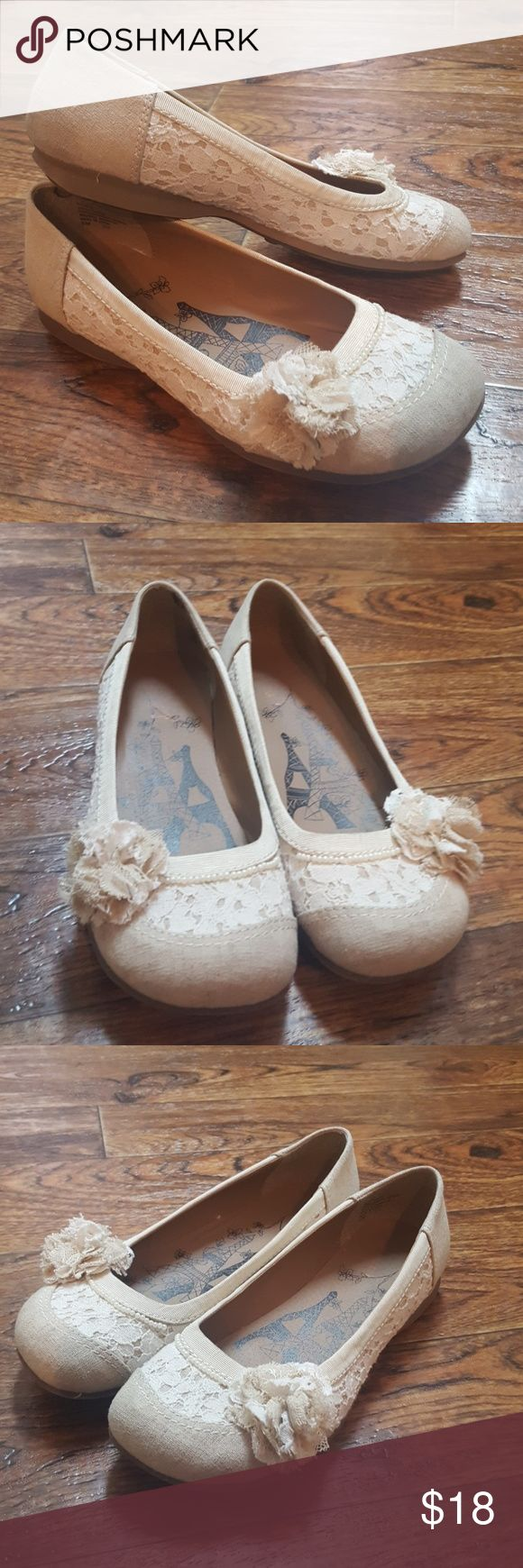 Jellypop Lace Ballet Flats JELLYPOP Women's Rope Shoes with pearls, lace, and burlap look-a-like. Worn once. Jellypop Shoes Flats & Loafers