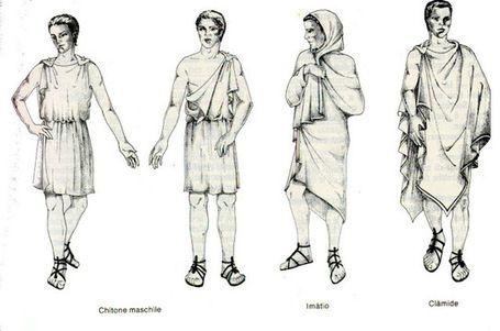 la forma basica del CHITON fue cambiada a lo largo del tiempo, la tela no caia por encima de los cinturones y llegaba a la altura del tobillo, en el siglo V fue sustituido por una version mas corta que llegaba solo hasta la rodilla.