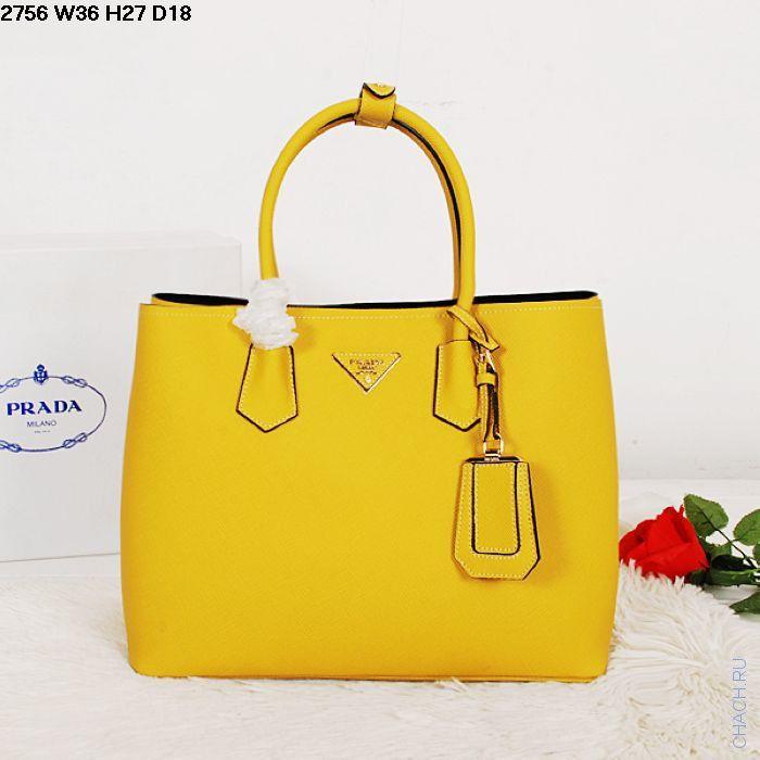 Оригинальная кожаная сумка желтого цвета и черного цвета внутри от мирового бренда Prada