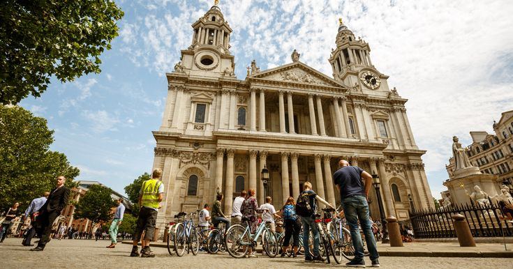 Enjoy a morning cycle ride around central London and see the city's legendary sights from the saddle of a comfortable bicycle. Experienced guides will escort you along the riverside of the Thames, down side roads and alleys to discover London's heart.