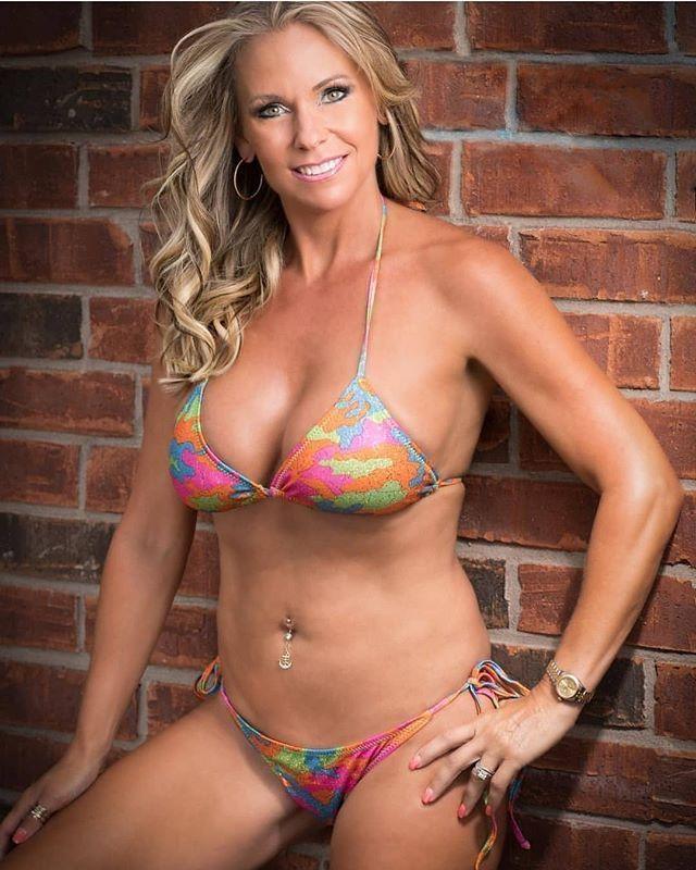 da4d2f6bb3a The best mature women in bikini