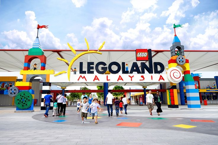 Let loose the kid in you! Enjoy an unforgettable experience at 'Legoland', Asia's biggest amusement park in #Malayasia with thrilling rides, shows and attractions.