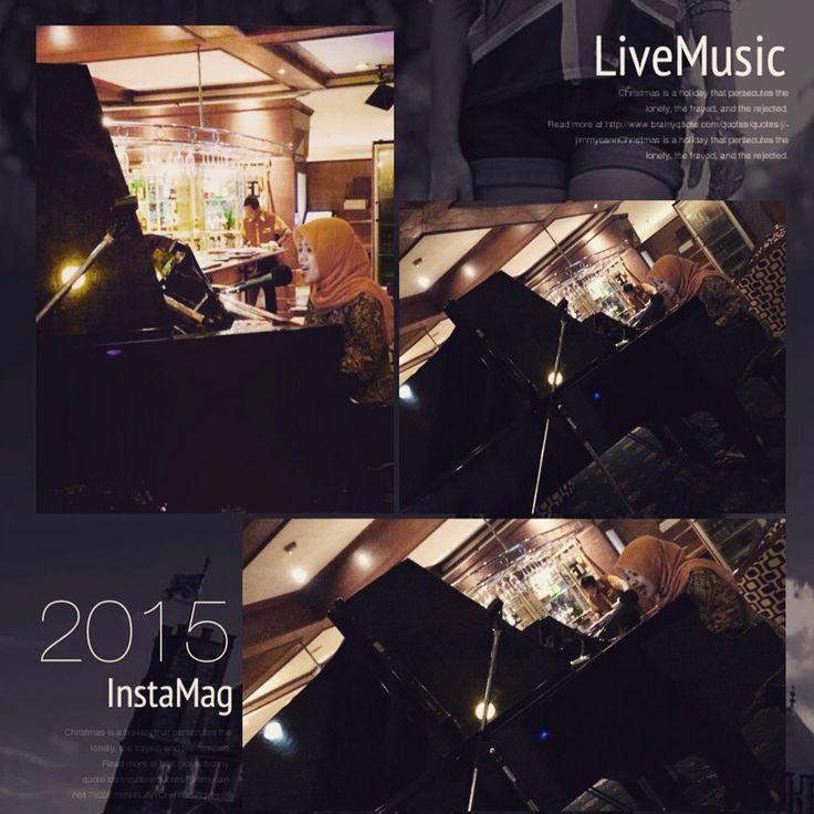 Live music Playing N singing