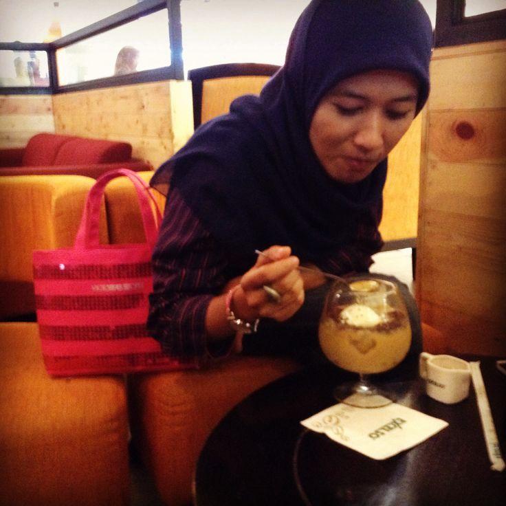 Take a rest With Avocado coffe.