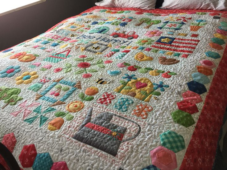 Be happy quilt by Lori Holt
