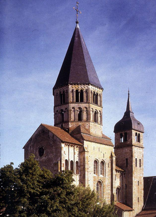 Cluny, Chiesa abbaziale dei Santi Pietro e Paolo, veduta dei resti del braccio meridionale del transetto maggiore, ca 1115-1120, Cluny (Borgogna), Francia