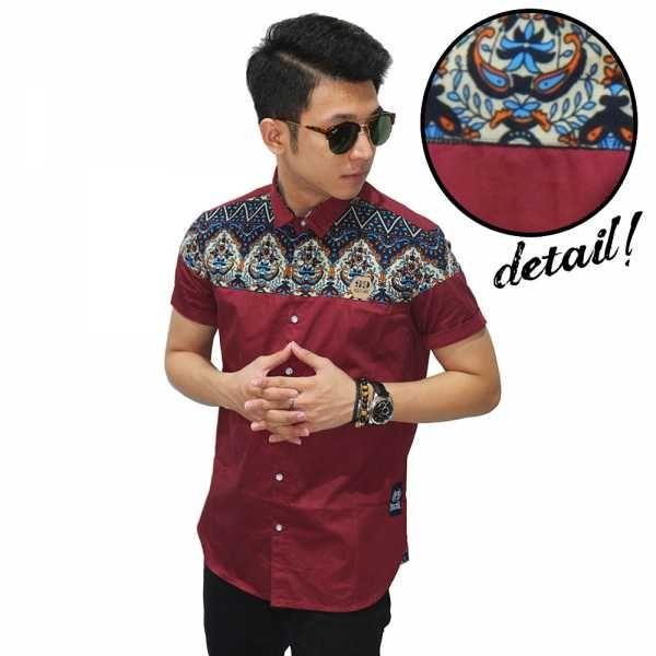 Jadi main keren dan terlihat sopan dengan Kemeja Pria : Kemeja Pendek Combi Batik Irian Maroon | Belanja mulai Rp. 95rb Disini
