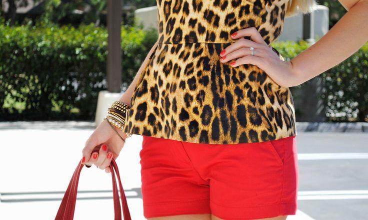 Животные принты в одежде уже несколько десятилетий подряд пользуются популярностью. Женщины со всех уголков планеты полюбили «хищные» наряды и постоянно применяют их при создании не только вечерних, но и дневных образов.В этом году топовые дизайнеры также не обошлись в своих коллекциях без тканей, имитирующих окрас животных. Причем актуальны не только вещи, полностью покрытые леопардовым принтом, […]