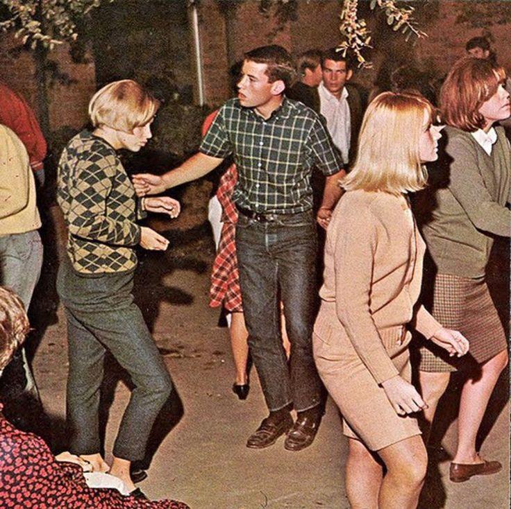 Music, Entertaining, Mini Skirts: 27 Vibrant Photos of Retro Girls on the Dancefloors in the 1960s