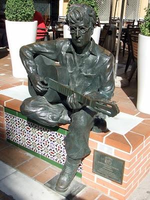 statue of John Lennon in Almería http://bobbovington.blogspot.com.es/2012/02/john-lennon-in-almeria.html