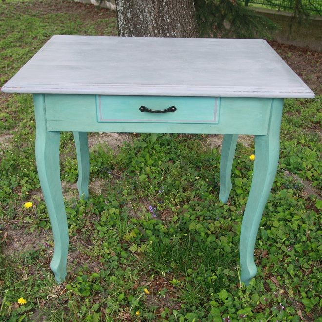 Old vintage style table, queen ann legs, chalk paint Annie Sloan - Provence, dark wax