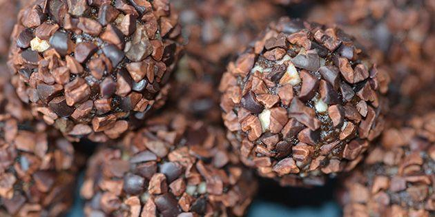 Der er kakao i de sunde kugler, og så er de rullet i kakaonibs