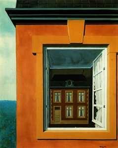 """[PEINTURE] La maison se trouvant tout au fond de la pièce laisse penser que la maison extérieure serait en fait un extrait « zoomé » de celle représentée à l'intérieur, d'où une mise en abyme habilement suggérée. De plus, cette oeuvre dégage un sentiment d'étrangeté car on n'imagine pas une maison à l'intérieur d""""une maison ... [René Magritte, Éloge de la dialectique, 1937, Gouache sur papier, 38 x 32 cm]"""