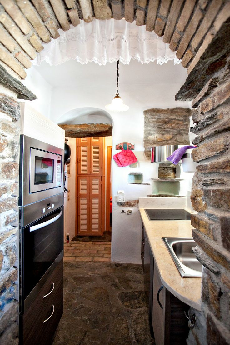 The Peach House has an open-plan kitchen, fully equipped with modern appliances http://www.tinos-habitart.gr/peach-house.php