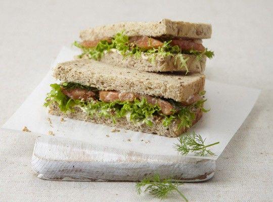 Lososový sendvič ochutnáte v Costa Coffee.