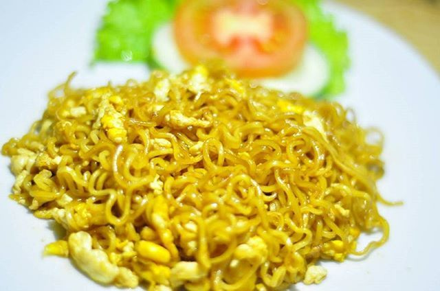 Malem minggu, mari merapat ke sini.. Mie goreng spesial - 8k . . #makan #cullinary #foodporn #foodgasm #moodbooster #delicious #visitklaten #indonesianfood #foodphotography #instafood #kuliner #kulinerklaten #nomnomklaten #klaten #klatenculinary #klatenfood #jajanklaten #instafood #foodgram #foodhunter #kabarklaten #klatenkuliner #foodpic #hungry #eat #snack #nongkrongklaten #dolanklaten #klatenbersinar #nomnomklaten #klatentaste  Yummery - best recipes. Follow Us! #foodporn