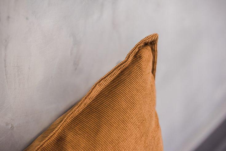 Södahl Kissen aus Cord für einen kuscheligen Herbst auf dem Sofa // Jetzt die Kissenhülle inkl. Füllkissen im ATALA Online Shop kaufen