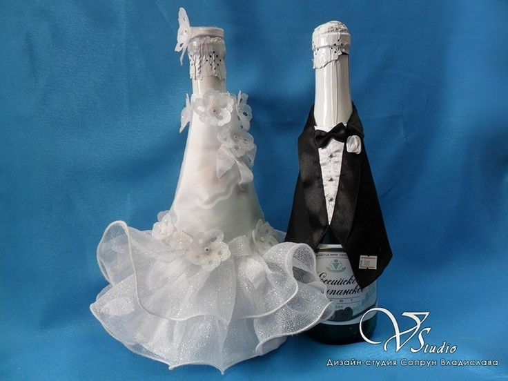 """Уникальная авторская """"одежда"""" ручной работы на бутылки свадебного шампанского.  #свадьбы #одежда_на_шампанское #костюмы_на_бутылки #soprunstudio"""