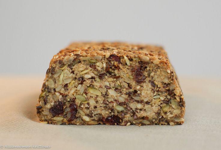 Hiidenuhman keittiössä: Karpalo-siemenleipä