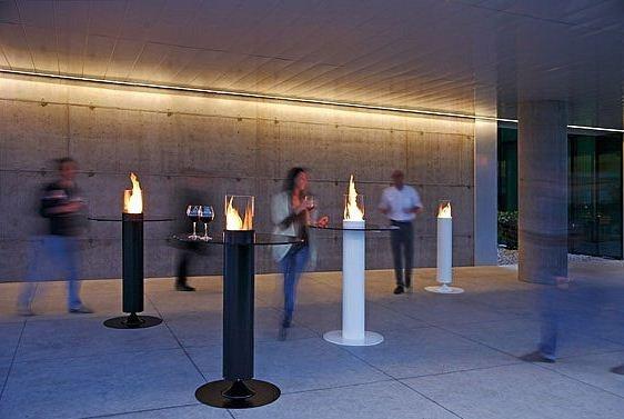 Apollo: une cheminée design au bi-éthanol déclinée en table mange-debout!