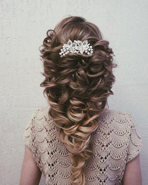 Причёска на вечер или выпускной.