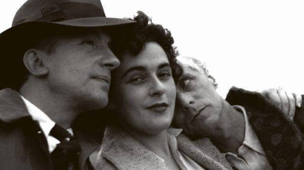 Paul Eluard, Leonora Carrington y Max Ernst / foto de Lee Miller en el libro Leonora de Elena Poniatowska