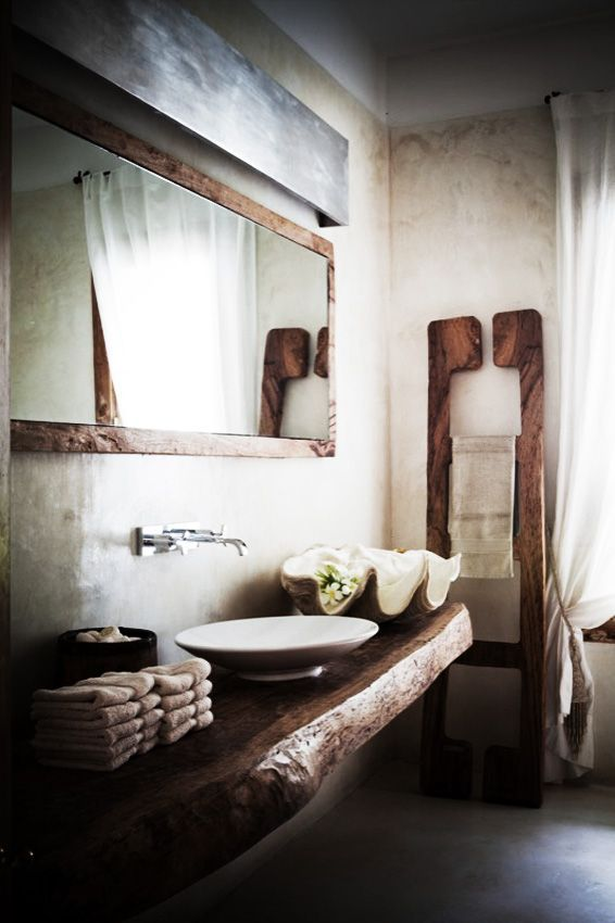 What a great rustic bathroom for a cabin!  Frog Hill Designs l www.froghilldesigns.net