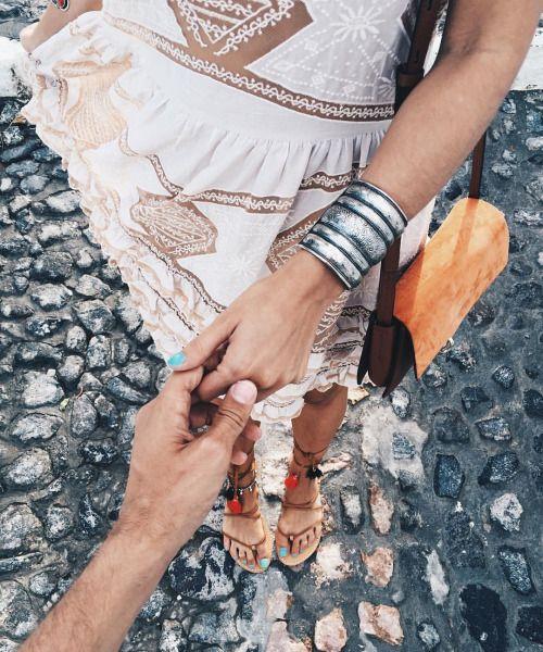Let's discover Santorini together @collagevintage2 @soludos #collageontheroad (en Fira Town, Santorini)