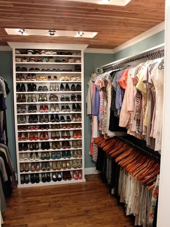 Closet shoe shelves woodworking projects plans for Walk in shoe closet