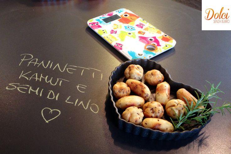 I PANINI AL KAMUT E SEMI DI LINO sono facili e veloci da realizzare per un buffet o per accompagnare i vostri pranzi e le vostre cene! Dei soffici e golosi #panini realizzati con #farina di #kamut arricchiti con #semi di #lino. Un concentrato di gusto e benessere! Ecco la #videoricetta del #dolce http://www.dolcisenzaburro.it/uncategorized/panini-al-kamut-e-semi-di-lino/ #dolcisenzaburro healthy and light dessert cakes and sweets