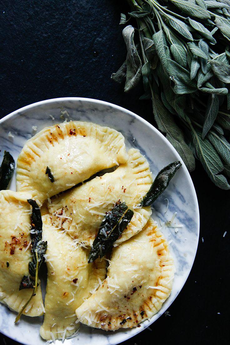 Kürbis-Ravioli mit Salbei-Chili-Butter